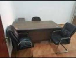 طاولة مكتب كبير مع ٣ كراسي